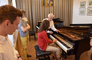 Lecture by Juliusz Adamowski on the functioning of the piano and the assesment of the correctness of its preparation. Photo by Tomasz Orlow.